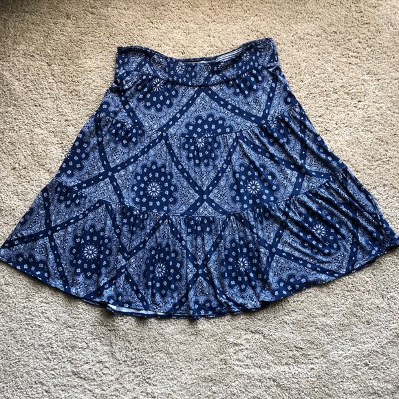 St. John's Bay Dresses & Skirts - St. John's Bay blue paisley skirt size L